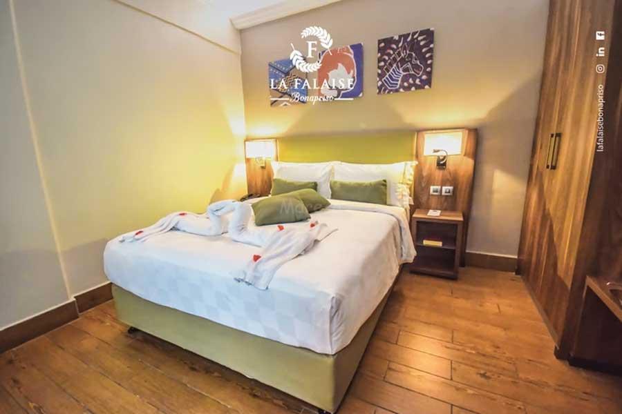 SUPERIOUR QUEEN HOTEL LA FALAISE BONAPRISO DOUALA