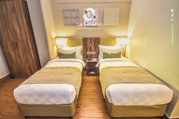 Twin Deluxe Room – La Falaise Bonapriso