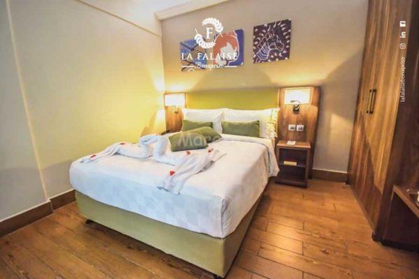 King Deluxe Room – La Falaise Bonapriso